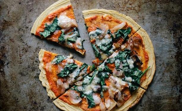 Συνταγή για πίτσα χωρίς ζύμη που θα σε ξετρελάνει!