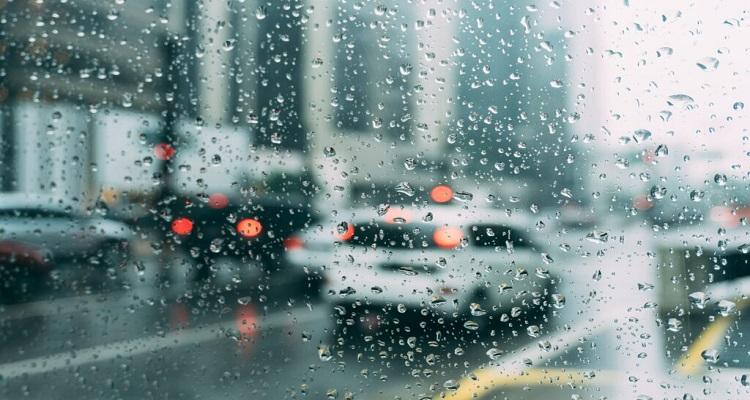 Χρυσοί κανόνες οδήγησης κατά τη διάρκεια της βροχής