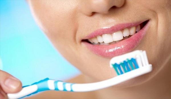 Να τι πραγματικά συμβαίνει αν δεν βουρτσίζεις τα δόντια σου