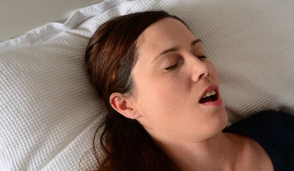 Υπνική άπνοια: Μπορεί να προκαλέσει καρκίνο στις γυναίκες