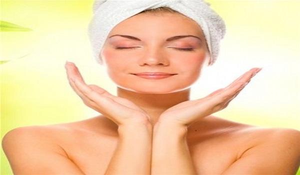 Τα 8 καθημερινά μυστικά ομορφιάς για να προλάβετε την πρόωρη γήρανση