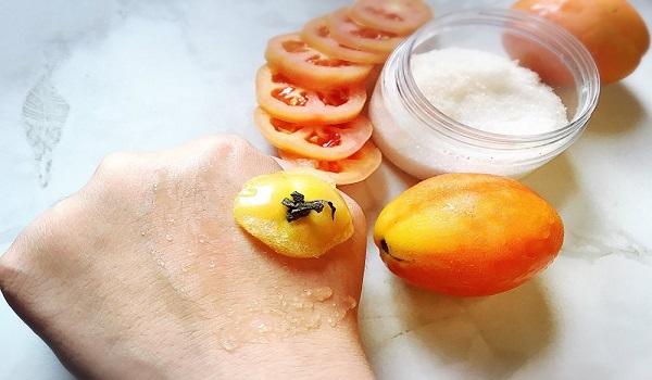 Scrub σώματος από ντομάτα και ζάχαρη