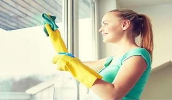 Προσοχή στα λάθη που κάνετε όταν καθαρίζετε τα τζάμια του σπιτιού σας!