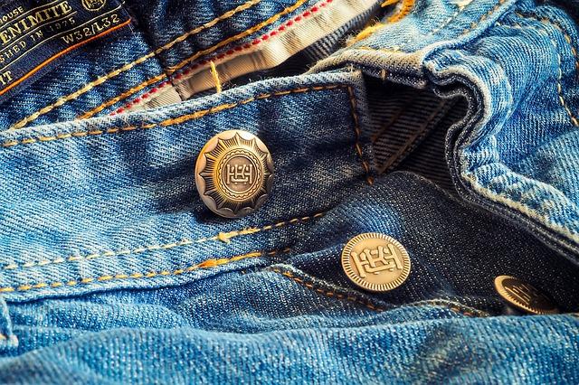 Πώς πρέπει να πλένετε ένα τζιν παντελόνι για να μη χαλάσει ποτέ!