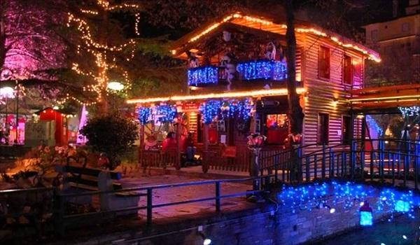 Ταξίδι στα τρία ομορφότερα χριστουγεννιάτικα θεματικά πάρκα στην Ελλάδα