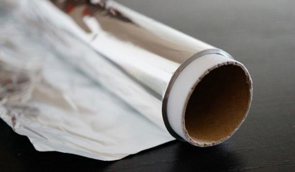 Οι 5 χρήσεις του αλουμινόχαρτου που μάλλον δεν γνώριζες