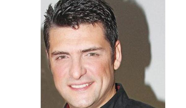 Χρήστος Αντωνιάδης: Γιατί αποσύρθηκε από το τραγούδι, τι κάνει τώρα