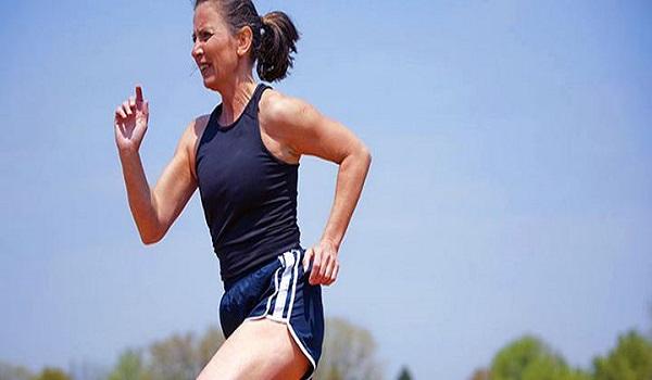 Η άσκηση στη μέση ηλικία μειώνει τον κίνδυνο εγκεφαλικού αργότερα
