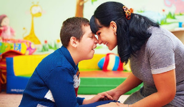 Τι είναι ο αυτισμός; Πώς γίνεται η διάγνωση; Υπάρχει θεραπεία;
