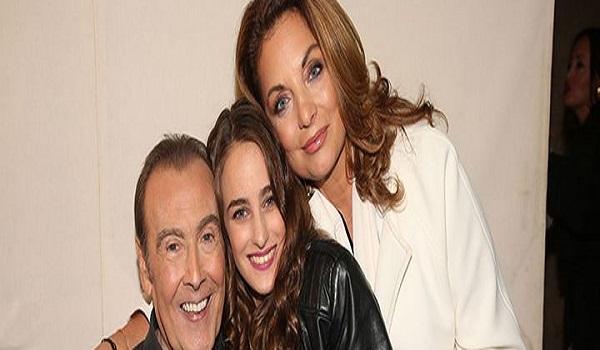 Η  συναυλία του Τόλη Βοσκόπουλου με την Άντζελα Γκερέκου και την κόρη τους στο πλευρό του