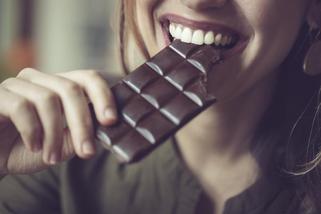 Γιατί να τρώμε λίγη μαύρη σοκολάτα κάθε μέρα