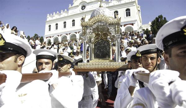 Δεκαπενταύγουστος: Η Ελλάδα γιορτάζει το Πάσχα του καλοκαιριού