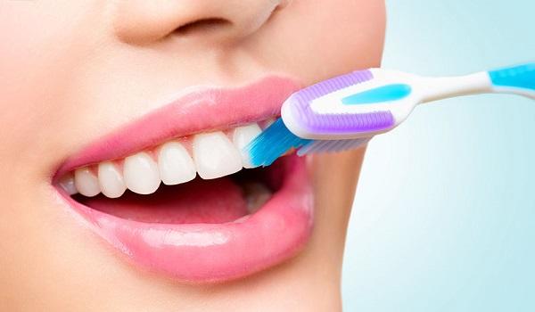 Τι πρέπει να προσέχουμε στα δόντια μας το καλοκαίρι;
