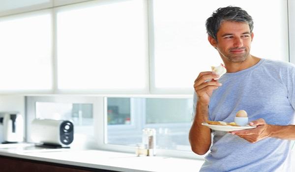 Γιατί δεν πρέπει να τρώμε όρθιοι;