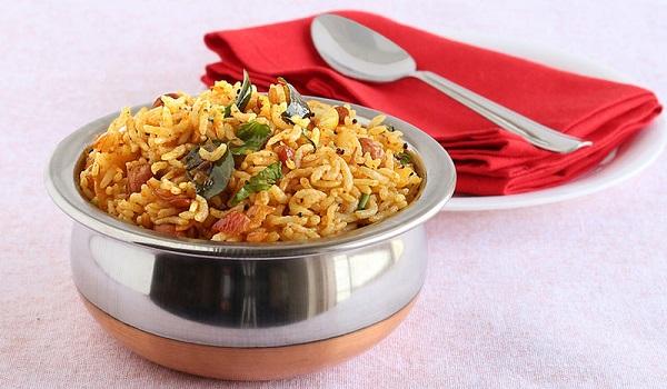 Τι λένε οι γιατροί για το πώς και πότε να βάζετε το ρύζι στο ψυγείο – Κίνδυνος δηλητηρίασης αν το ξαναζεστάνετε!