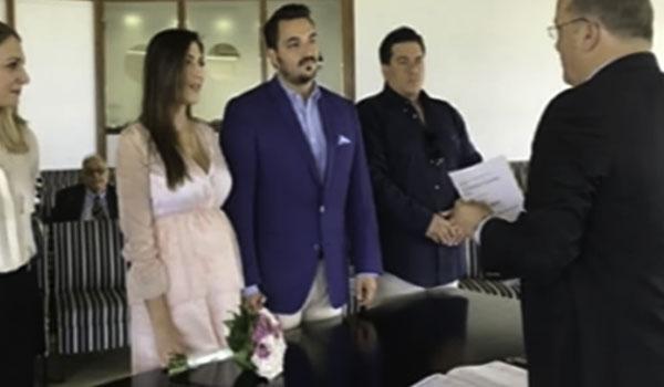 Παντρεύτηκε η Φλορίντα Πετρουτσέλι - Με ροζ νυφικό στο δημαρχείο