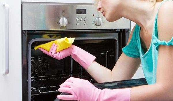 Αυτό είναι το υλικό που χρησιμοποιείτε καθημερινά και εξαφανίζει τα λίπη από τον φούρνο σας
