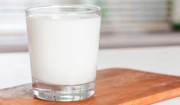 Γιατί πρέπει να μην βάζετε το γάλα στην πόρτα του ψυγείου το καλοκαίρι