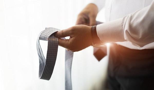 Επικίνδυνη για τον αντρικό εγκέφαλο η γραβάτα