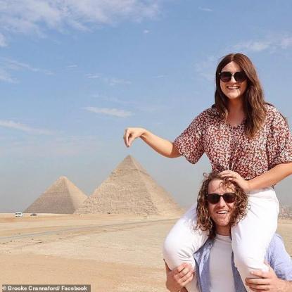 Έκανε τατουάζ χένα σε ταξίδι της στην Αίγυπτο και παραλίγο να χάσει το χέρι της (Σκληρή εικόνα)