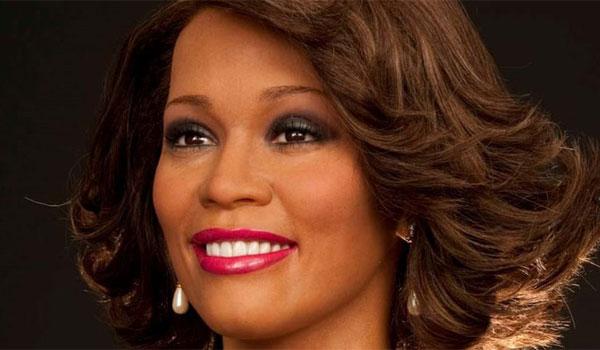 Whitney Houston: Διέρρευσε η νεκροψία - Τα 11 δόντια που έλειπαν και τα σημάδια στο σώμα