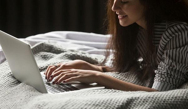 Οι επιπτώσεις του γρήγορου internet στον ύπνο