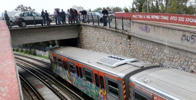 Έλληνας τραγουδιστής ο άνδρας που αυτοκτόνησε πέφτοντας στις γραμμές του τρένου