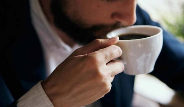Αν νιώσετε αυτά τα συμπτώματα, πρέπει να μειώσετε τον καφέ