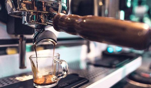 Καφές: Πόσες κούπες μας κάνουν καλό και πόσες μας απειλούν