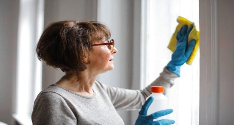 Οι επιφάνειες που πρέπει να καθαρίζουμε σχολαστικά μέσα στο σπίτι