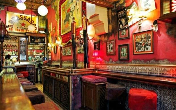 Παρασκευή βράδυ σε αγαπημένα bars στο κέντρο της Αθήνας