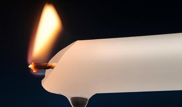 Λεκές από κερί: Πως θα τον αφαιρέσετε πάνω από κάθε επιφάνεια