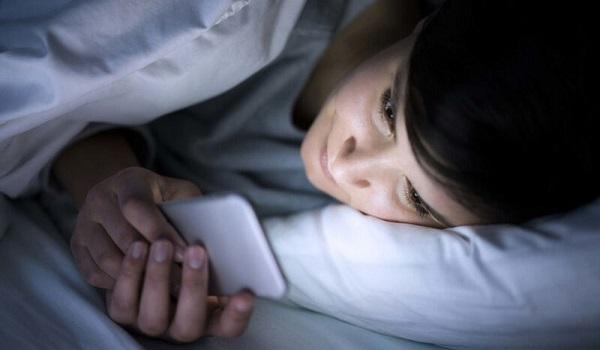 Ποιο κίνδυνο για την όραση εγκυμονεί το κινητό