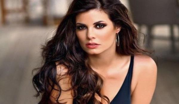 Μαρία Κορινθίου: «Να είστε καλά που με κάνατε και έκλαψα»