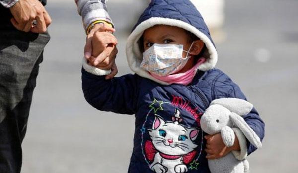 Κορονοϊός: Τι ισχύει για τη χρήση μάσκας για παιδιά κάτω των δύο ετών