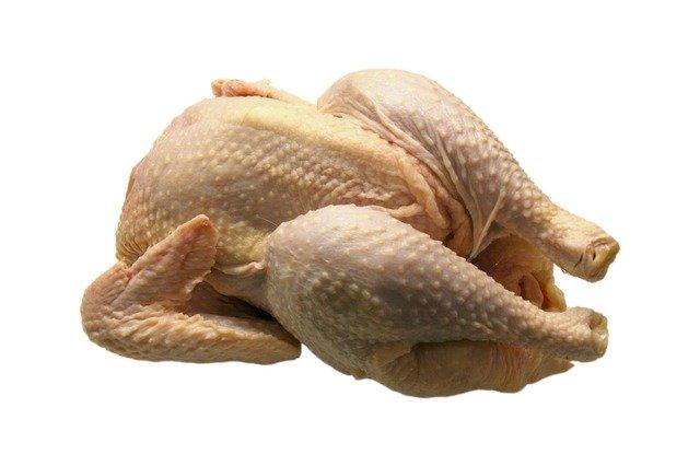 Κοτόπουλο: Τι σημαίνουν οι λευκές ραβδώσεις στη σάρκα του