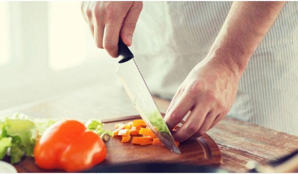 Μαγείρεμα: Τα συνηθισμένα λάθη που κάνουν το φαγητό μας επικίνδυνο