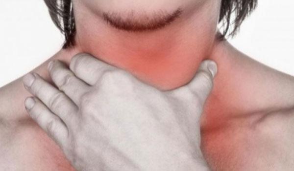 Φλέμα στον λαιμό: Τι να κάνετε για να φύγει