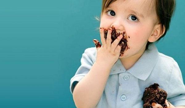 Πως βγάζω το λεκέ από σοκολάτα;