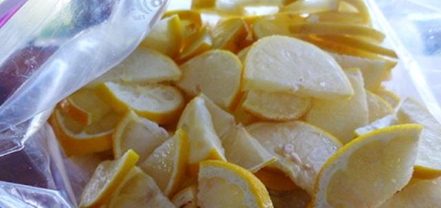 Να γιατί πρέπει να βάζετε τα λεμόνια στην κατάψυξη!