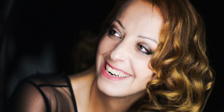 Η Λυδία Σέρβου αποκαλύπτει τον συνθέτη που την κυνηγούσε στα 15 της