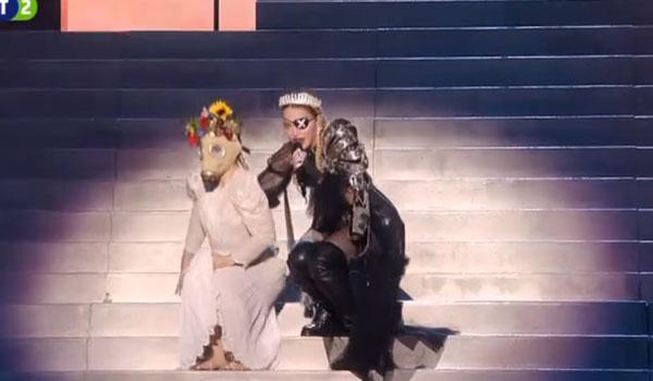Η Μαντόνα στη σκηνή της Eurovision! Δείτε το σόου της