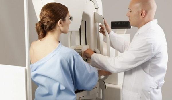 Πότε μια γυναίκα πριν τα 40 πρέπει να κάνει μαστογραφία