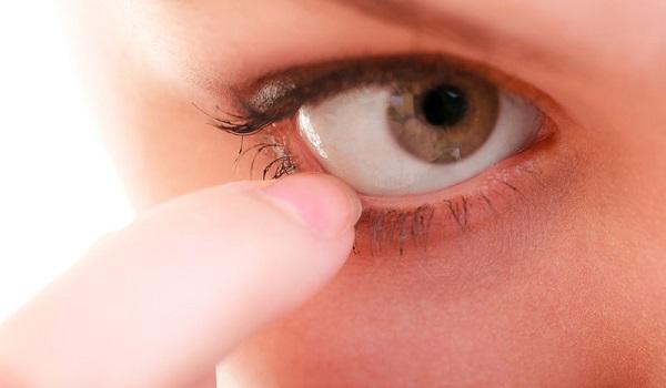 Πετάρισμα ματιού: Αθώες συνήθειες και παθήσεις που το προκαλούν
