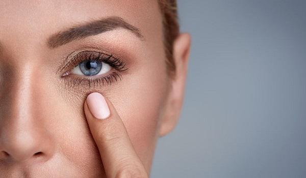 Φακίδες στα μάτια: Με ποιες σοβαρές παθήσεις συνδέονται