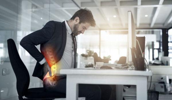 Πόνοι στη μέση: Οι 4 βασικοί κανόνες πρόληψης