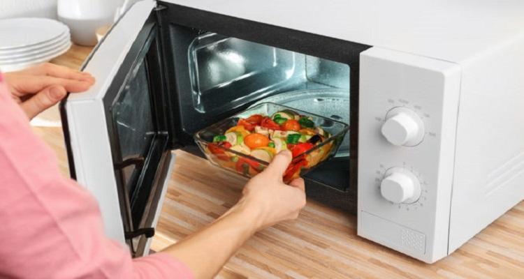 Χρησιμοποιείτε φούρνο μικροκυμάτων; Τι πρέπει να προσέχετε
