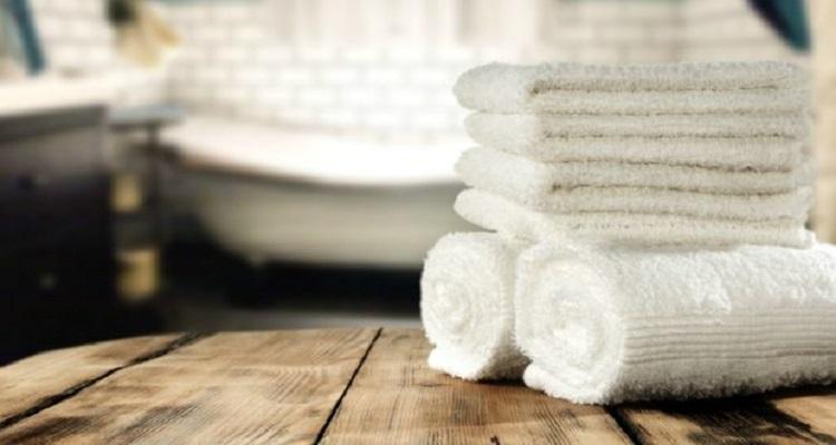 Δέκα  κόλπα για να εξαφανίσετε τις δυσάρεστες οσμές στο μπάνιο και να το κάνετε να μυρίζει πάντα υπέροχα