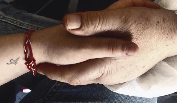Συγκλονίζει η γνωστή ηθοποιός :1.094 μέρες που δεν έχω ακουμπήσει αυτό το χέρι
