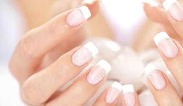 Αν νομίζεις πως το λευκό είναι το πιο κομψό χρώμα για τα νύχια κάνεις λάθος